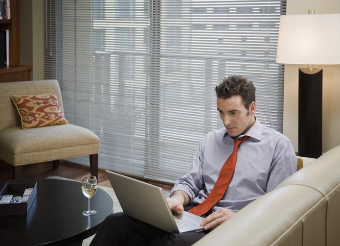 Jak zaaranżować okna w domowym pokoju biurowym?